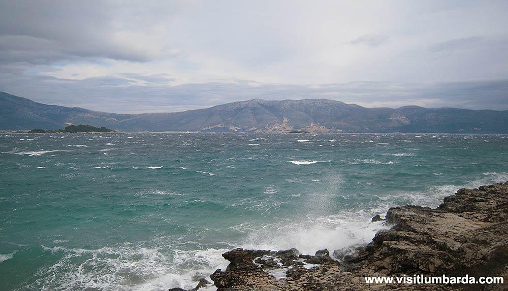 Rough sea along the Lenga swimming spot, Bura in Lumbarda
