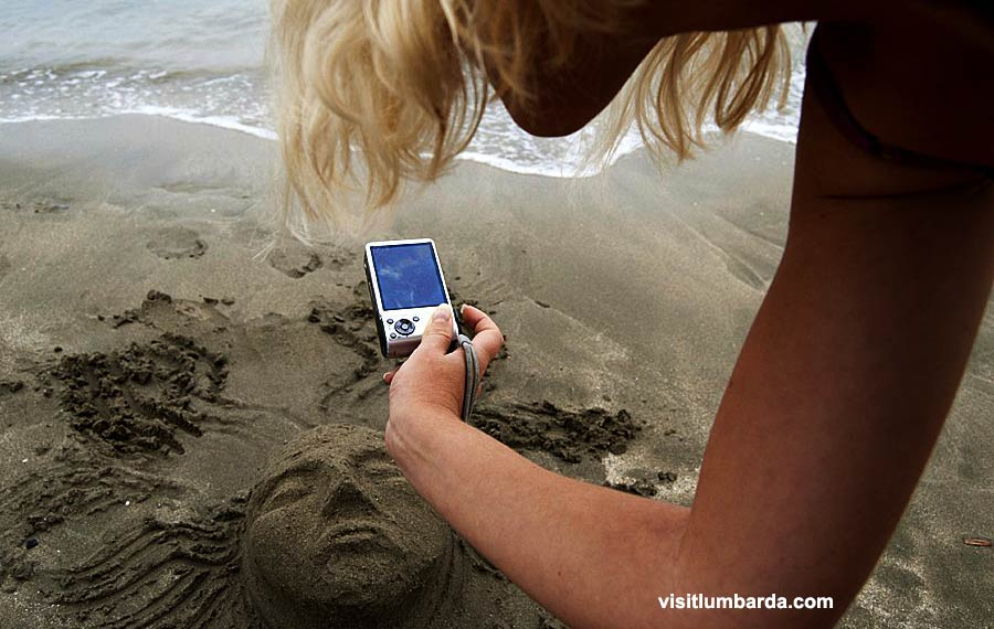 Things to Do in Lumbarda - sand sculpture